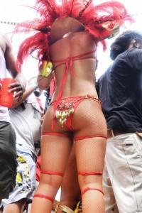 0801-rihanna-bikini-parade-08-480x720
