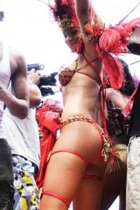 0801-rihanna-bikini-parade-10-480x720