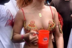 0801-rihanna-bikini-parade-25-480x720