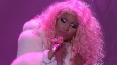 NICKI MINAJ WINS FAVORITE RAP/HIP-HOP ARTIST