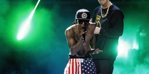 """Watch Drake and Lil Wayne Perform """"Grindin'"""" For the First Time On Tour"""