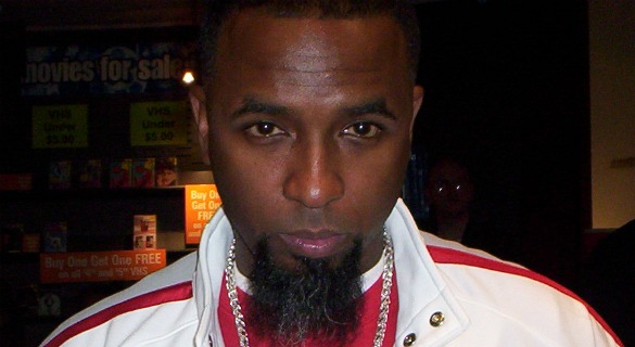 Tech N9ne Signs Autographs For 6 Hours